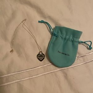 Tiffany Heart shape necklace (authentic)